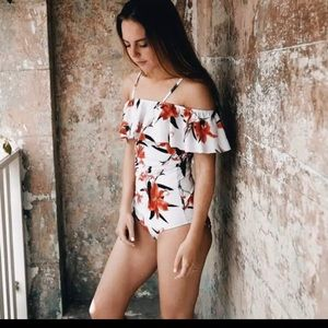 Other - Strapless floral swimsuit